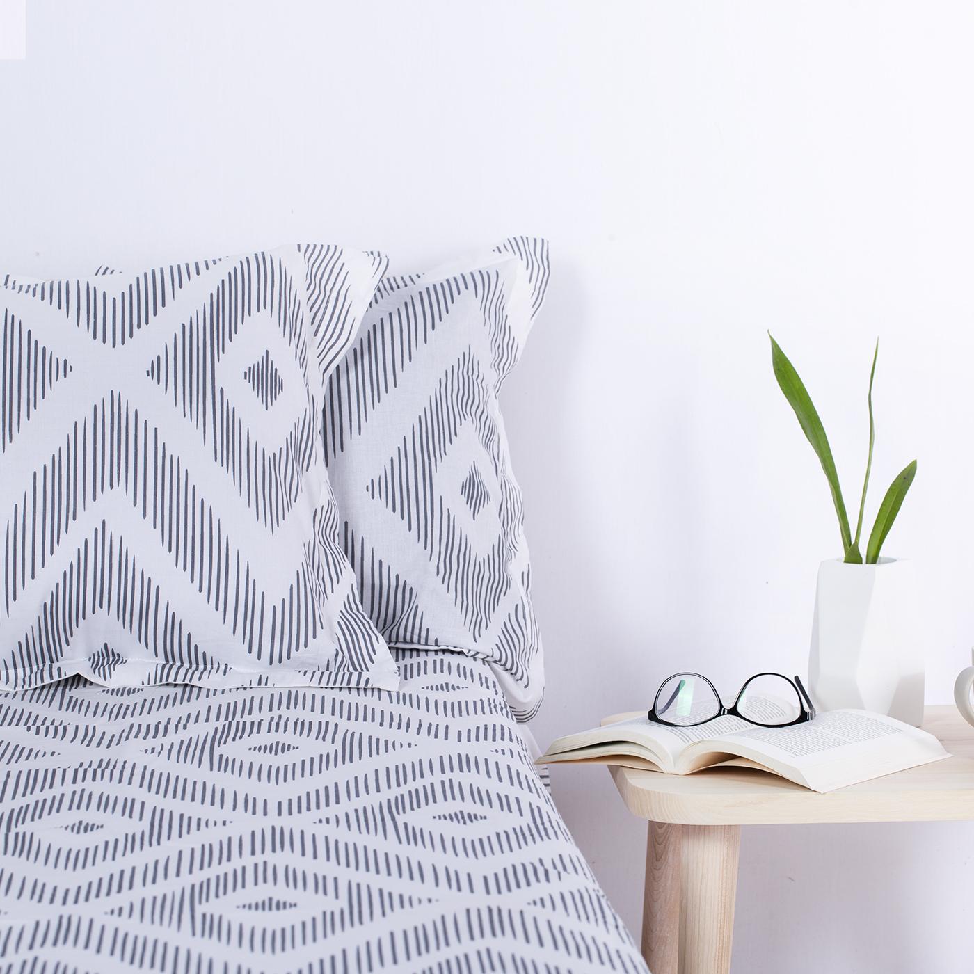 Geometric Patterned Black Bedsheet
